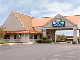 Days Inn & Suites By Wyndham Kokomo photos Exterior