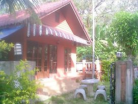 Aree Studio Guesthouse2 photos Exterior