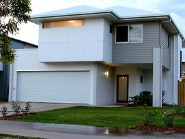Petrie Beach Holiday Home photos Exterior