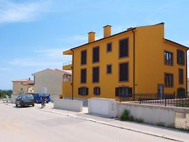 Apartment For 4 Persons With Two Bedrooms Close To Center Of Premantura photos Exterior