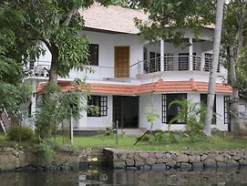 Lovedale Lakeside Homestay photos Exterior