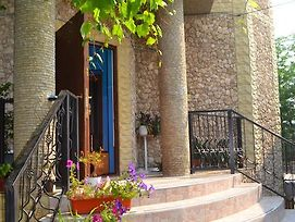 On Drumul Taberei Guest House photos Exterior