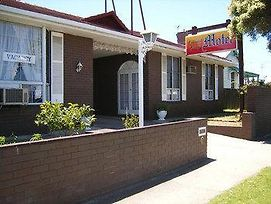 Colonial Lodge Motel Geelong photos Exterior