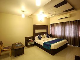Oyo Rooms Rc Dutt Road photos Exterior
