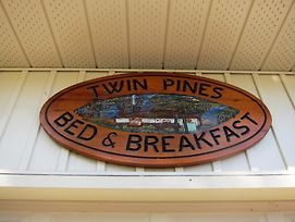 Twin Pines Bed And Breakfast photos Exterior