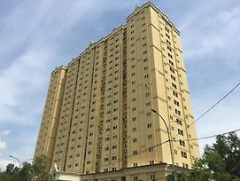 Apartment Queen Victoria Batam photos Exterior