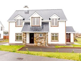Duncarbury Heights - 4 Bedroom Detached House photos Exterior
