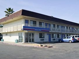 Motel 6 Lost Hills / Buttonwillow Racetrack photos Exterior