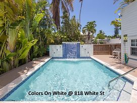 Colors On White photos Exterior