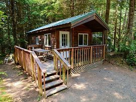 South Jetty Camping Resort Cabin 2 photos Exterior