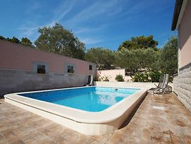 Lovely Holiday Home With Private Pool On Sea In Dalmatia photos Exterior