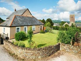 Delightful Holiday Home In Brecon South Wales With Garden photos Exterior