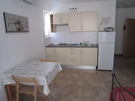 Vintage Apartment In Pag With Terrace photos Exterior