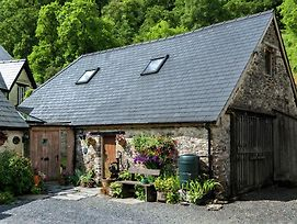 Rustic Holiday Home In Llanwrtyd Wells With Patio photos Exterior