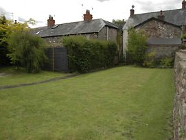 Old Holiday Home In Crickhowell With Garden photos Exterior