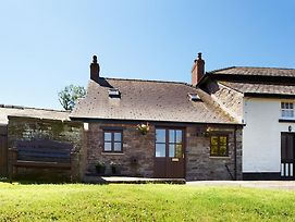 Charming Holiday Home In Brecon With Fireplace photos Exterior
