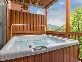 Suite Seasons 4 Bedroom Home With Hot Tub photos Exterior