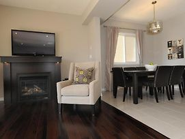 Boardwalk Homes Vacation & Bridal Guest Houses photos Room