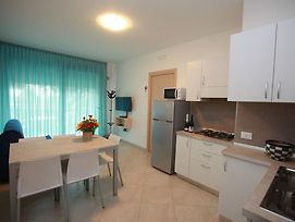 Mod Seafront Apartment In Rosolina Mare Equipped photos Exterior