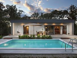 Relaxing Villa With Swimming Pool In Juricani photos Exterior