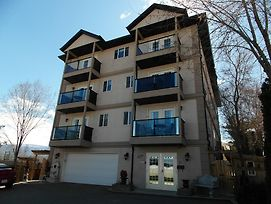 Charles M Suites By Discover Kelowna Resort Accommodations photos Exterior