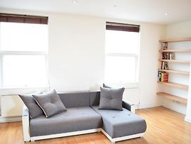 Sunny & Spacious 2 Bed Flat In North West London photos Exterior