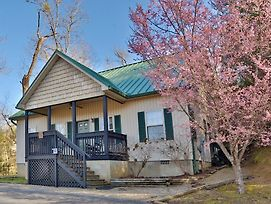 Apple Blossom 10 3 Bedroom Cabin By Redawning photos Exterior