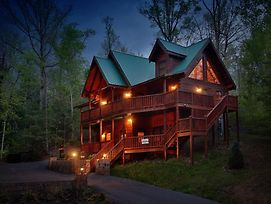 Smoky Mountain Getaway Five Bedroom Cabin photos Exterior