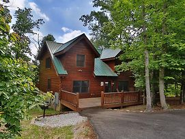 Mountain Majesty 2 Bedroom Cabin By Redawning photos Exterior