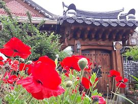 Hanok House With Gourds photos Exterior
