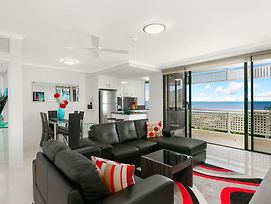 Cairns Luxury Seafront Apartment photos Exterior