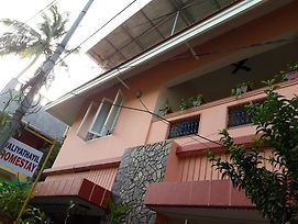 Valiyathayil Home Stay photos Exterior