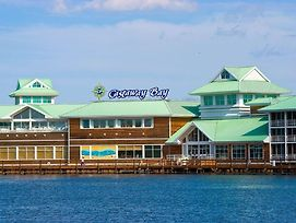 Cedar Point Castaway Bay Indoor Water Park photos Exterior