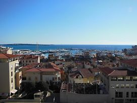 2, 3 And 4 Bedroom Sea View Apartments 5 Mins From The Palais photos Exterior