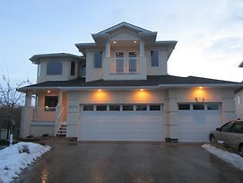 Gorgeous Golf Course Home By West Edmonton Mall photos Exterior