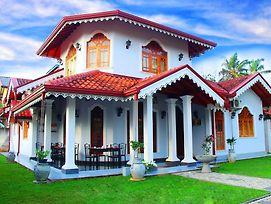Lovely Villa Negombo photos Exterior