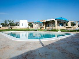 Luxurious Villa In Torre Suda With Jacuzzi photos Exterior