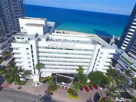 Miamibeachfront + Pool + Parking 4 photos Exterior