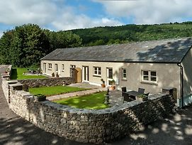 Beautiful Holiday Home In Gilwern South Wales With Garden photos Exterior