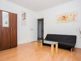 Modern & Spacious 2 Bed Apt In Elephant & Castle photos Exterior