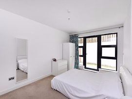 Canary Wharf 2 Bedroom Flat With Parking photos Exterior
