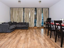 Bright 2Bed Water Side Flat photos Exterior