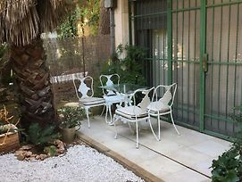 Beautiful & Quiet Garden Apartment photos Exterior