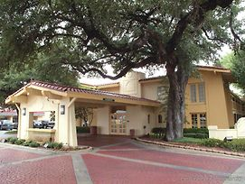 La Quinta Inn Waco University photos Exterior