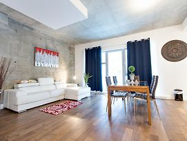 Apartment In Quartiers Des Spectacles !!!! photos Exterior