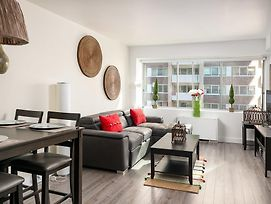 Luxurious Two Bedroom Condo Downtown Montreal photos Exterior