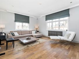 Spectacularly Stylish 2 Bed Flat Heart Of Fulham photos Exterior