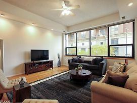 Light-Filled Service Apartment In South Loop photos Exterior