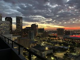 Furnished Apartments Downtown Houston photos Exterior
