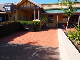 Dongara Hotel Motel photos Exterior